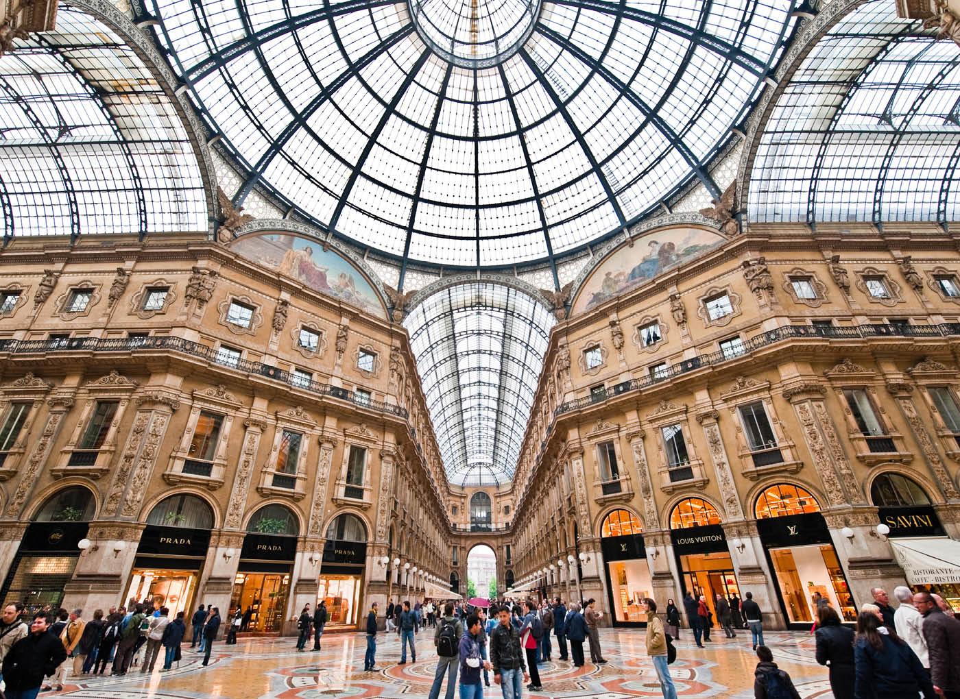 """Galleria V. Emanuele (MI): """"Autogrill Store"""", """"Seven Stars Galleria"""" e """"I Dodici Gatti"""""""